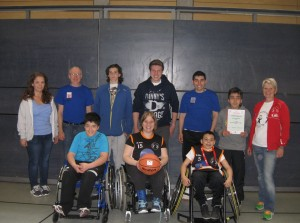 Team und Betreuer der Rollstuhlbasketballmannschaft der Erich Kästner-Schule, Langen