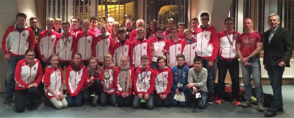 Alle hessischen Langlaufteams mit Lehrer-Trainern und Delegationsleiter