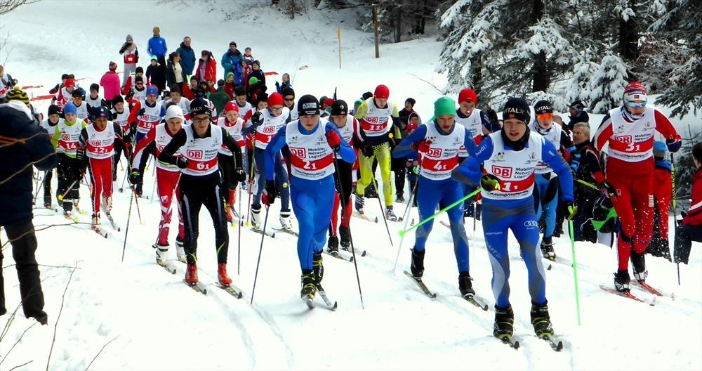 Staffelstart mit Startläufer Moritz Wiessner (links vorne 6.1)